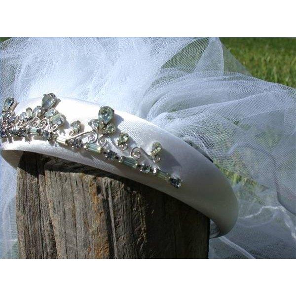 Make a Veil for a Bachelorette Party