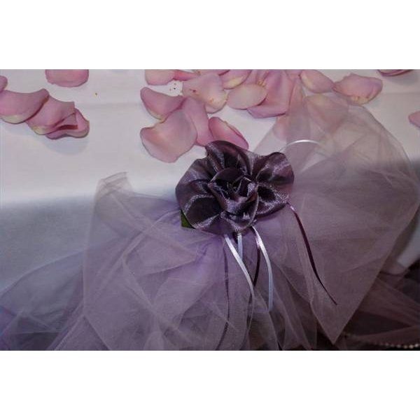 An example of a tulle table decoration.