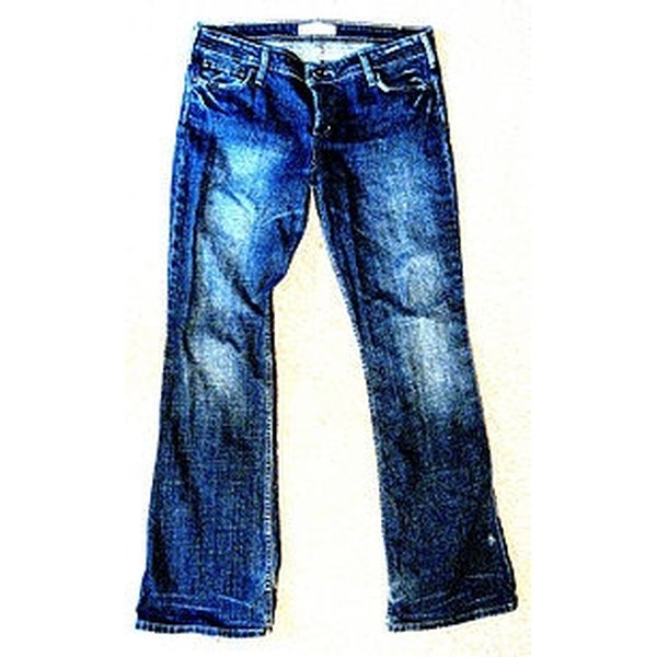 Distress Jeans with a Razor