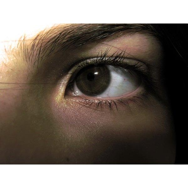 Kojic acid fades away dark circles naturally.