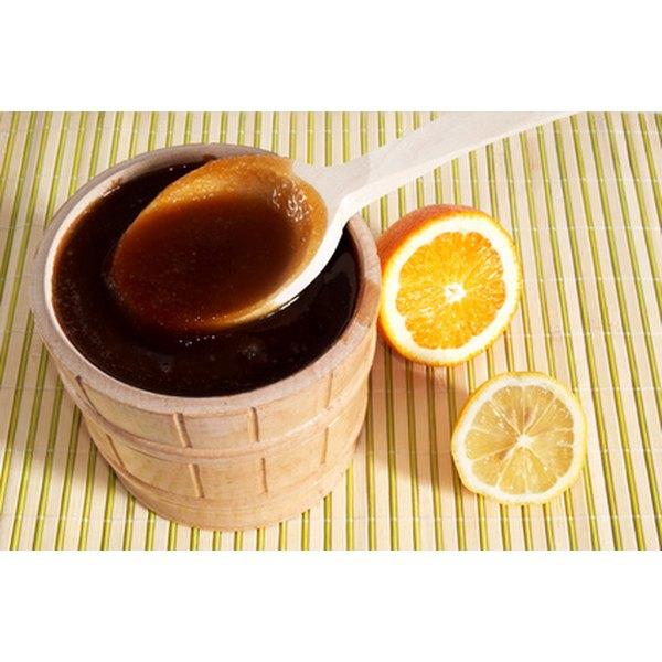 How to Treat a Scar With Honey & Lemon