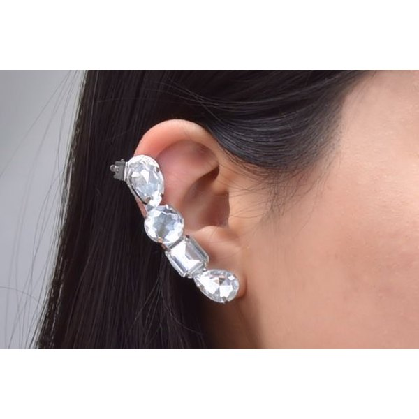 You can craft ear cuff jewelry with wire, gems and earring components.