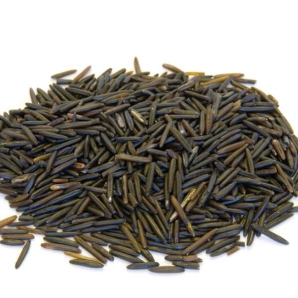 El arroz salvaje es un alimento para aumentar la musculatura que se pasa por alto  y tiene 3 gramos de fibra y 7 gramos de proteína en una taza una vez cocido.