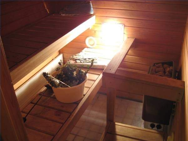 Infrared heat lamp in a dry sauna