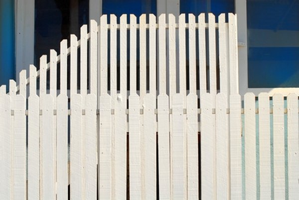 How To Replace A Slat On A Vinyl Fence Homesteady