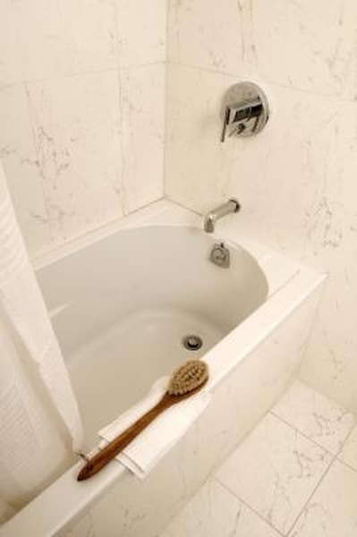 How To Remove Mildew Stains From Fiberglass Bathtubs HomeSteady - Bathtub mildew removal