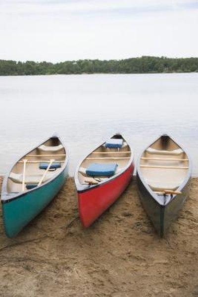 How to Calculate Canoe Capacity
