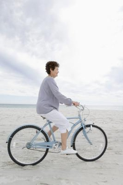 What Is the Difference Between a Schwinn Breeze & Breeze Deluxe?