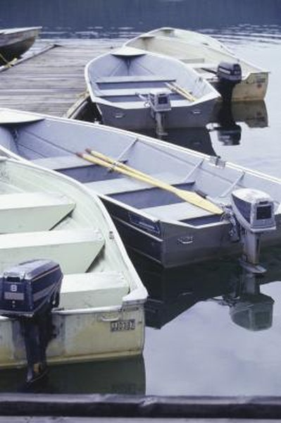 How to Check a Boat Motor to See if the Block Is Cracked?