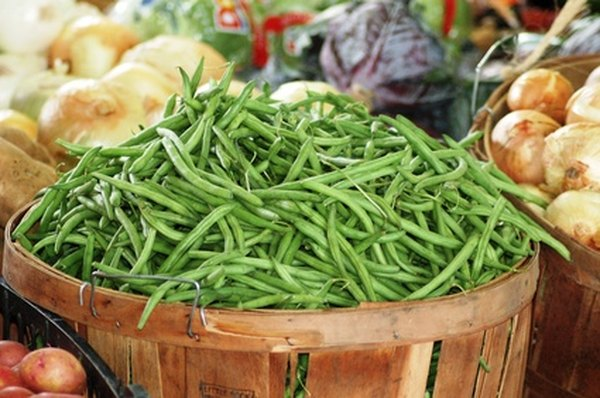 Green beans add fiber to a dog's diet.