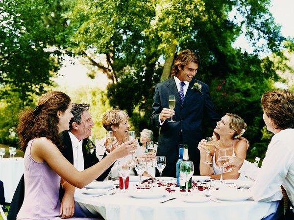 How to Plan a Backyard Wedding on a Budget - Budgeting Money