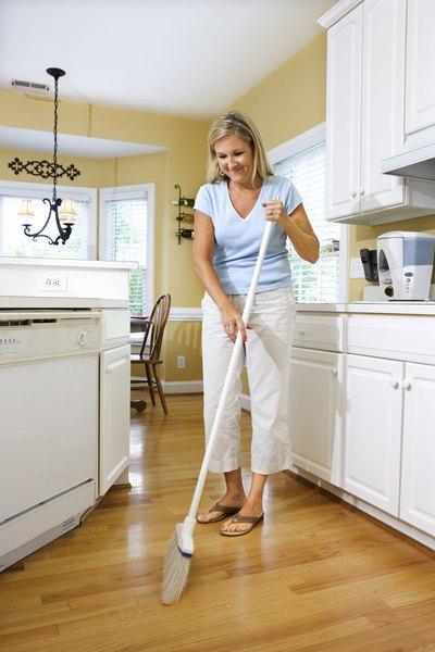 El orden y la limpieza en el hogar son fundamentales para prevenir accidentes.