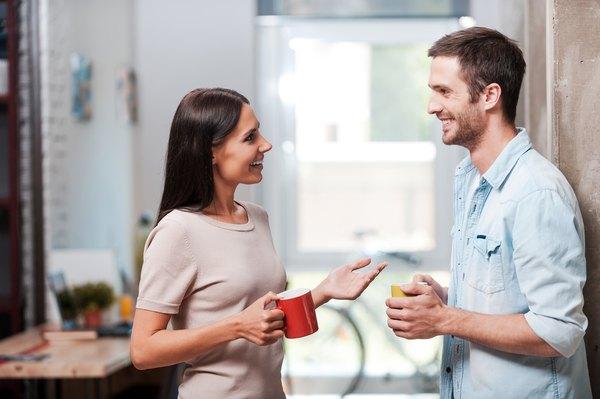 Una persona agradable primero escucha y luego habla.
