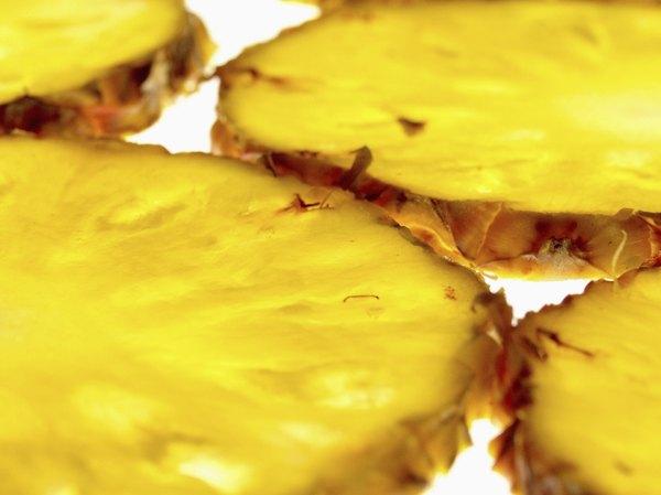 Reaproveite as cascas do abacaxi para esta receita