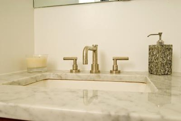 How To Decorate Bathrooms With White Carrara Marble
