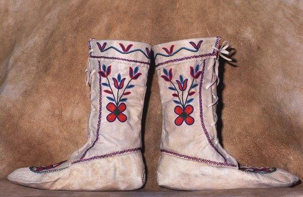 Botas bordadas para un estilo informal.