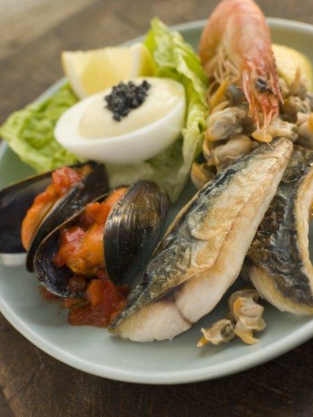 Trate as sardinha com cuidado, pois são pequenas e delicadas