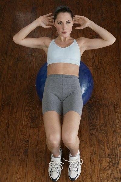 Ao fortalecer os músculos, o trofismo muscular aumenta e as articulações ficam mais estáveis