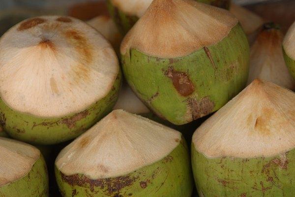 La lúcuma se utiliza en la preparación de dulces y helados.