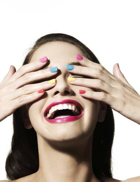 Cores divertidas para suas unhas