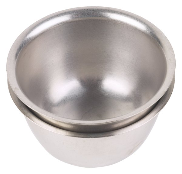 stainless steel dog bowls are difficult to tip over or break
