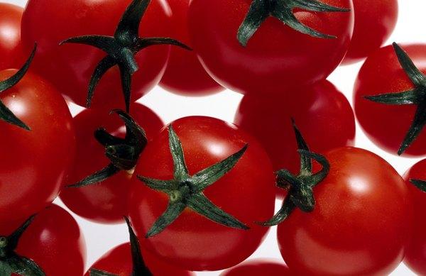 Por causa de seu tamanho, os tomates cereja são ideais para colocar em espetos e espetinhos