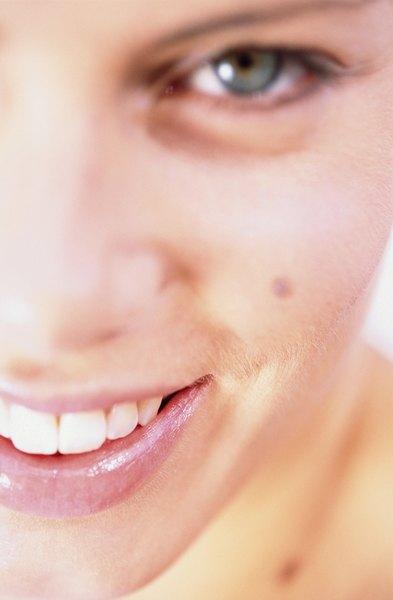 Selecciona un color natural con base rosa si tus labios son naturalmente de ese tono.
