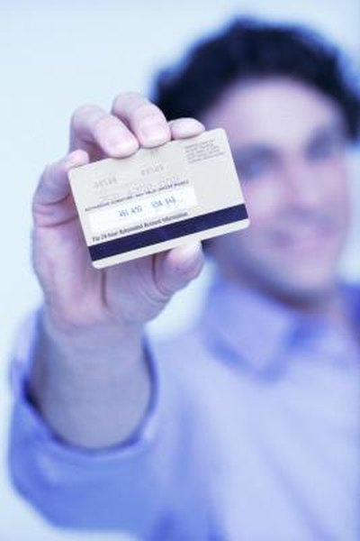 Spouses without incomes can obtain personal credit cards.