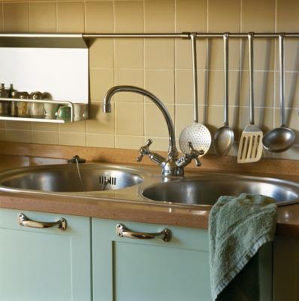Kitchen Faucet Keeps Getting Loose: How To Tighten Kitchen Faucet Nut Under Sink