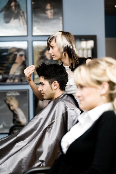 Responsibilities Of A Cosmetology Instructor Woman