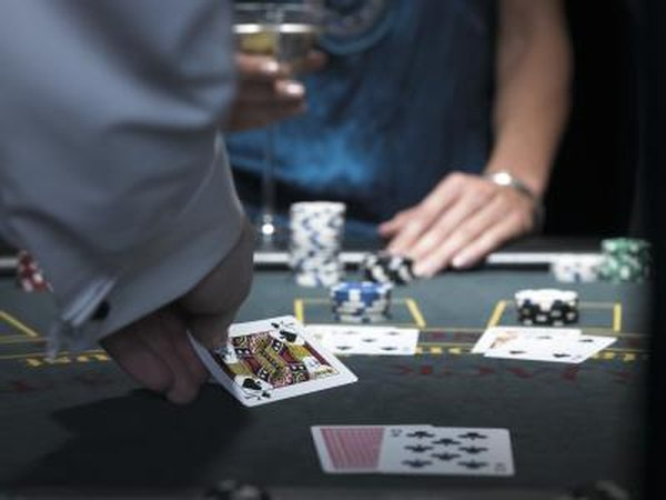 duties of online casino dealer