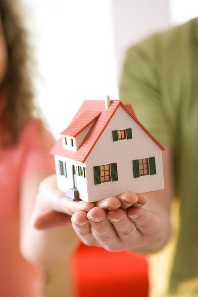 O sonho de morar sozinho está em suas mãos... E nas do seu fiador