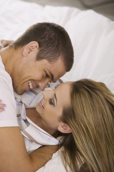 El sexo marital es una actividad que refuerza la relación entre parejas.
