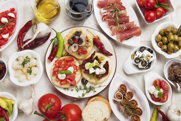 Aperitivos bem apresentados e saborosos podem agradar suas visitas e poupar tempo na cozinha