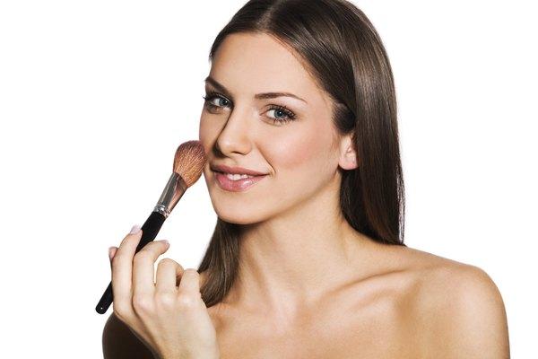 Las brochas contienen bacterias que dañan tu piel.