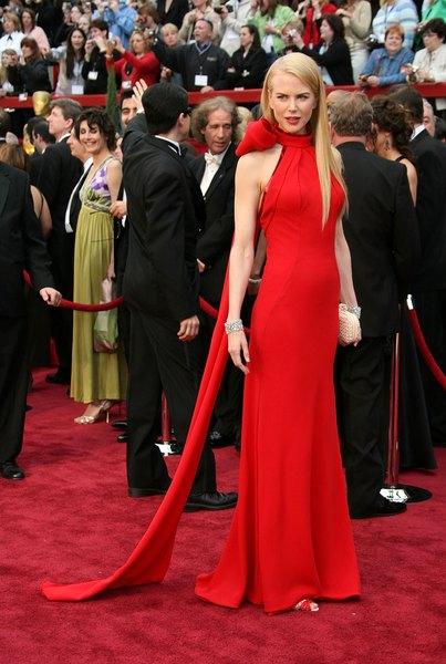 Nicole Kidman usou um modelo Balenciaga no Oscar 2007.