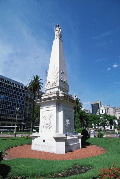 Pirámide de Mayo en Plaza de Mayo, Buenos Aires: símbolo de la independencia argentina.