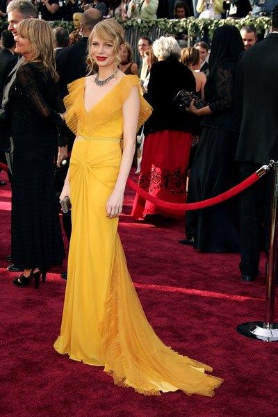 Michelle Williams ostentou um modelo da estilista Vera Wang no Oscar 2006