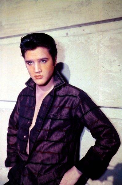 Muitas pessoas afirmam ter visto Elvis Presley vivo em distintas partes do mundo anos depois de sua morte
