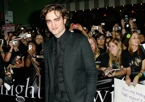 O ator Robert Pattinson é amado pelas adolescentes por seu cabelo