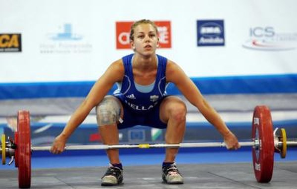 Is Heavy Deadlifting Bad for Your Knees? - Woman