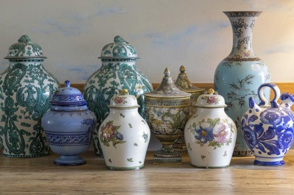 How to Check to See if a Vase Is Very Old | Home Guides | SF