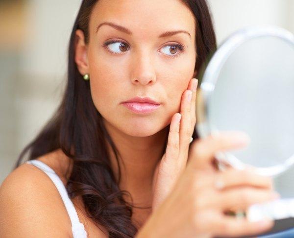 Aprende cuáles son los 7 hábitos que dañan la piel, que probablemente desconocías.