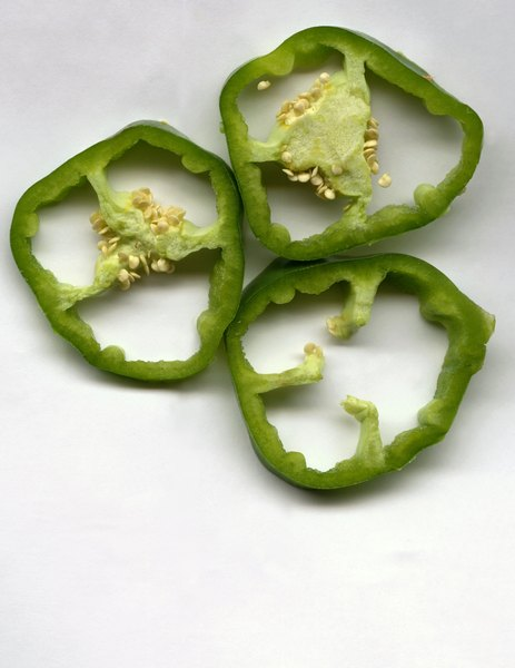 Raw green bell peppers are low in sodium.