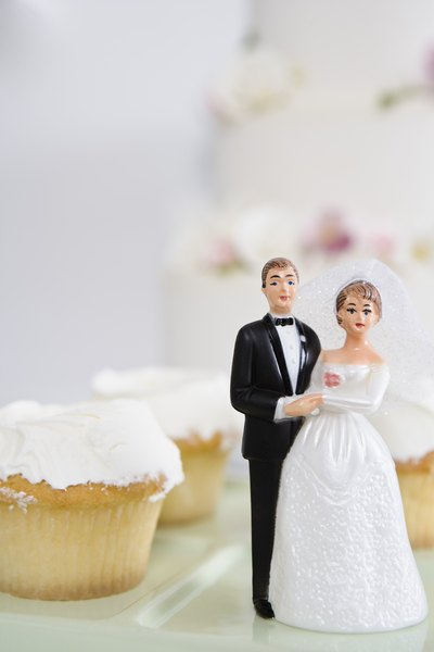 Self Catered Wedding Reception Menu Ideas By Emily Weller Enjoy Cupcakes Instead Of A Tiered Cake