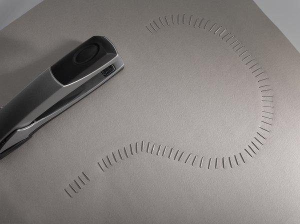 Diga cinco usos de um grampeador sem grampos