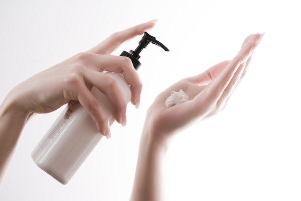 Hidratantes corporais ajudam a manter a pele saudável