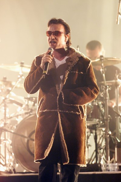 """""""One"""" foi lançada na década de 1990 e é considerada uma das maiores músicas de todos os tempos"""