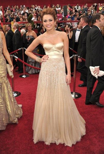 Miley Cyrus -- aqui, em uma foto do Oscar 2010