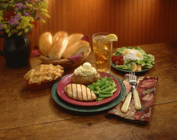 El pollo a la plancha es un plato delicioso y de fácil preparación.